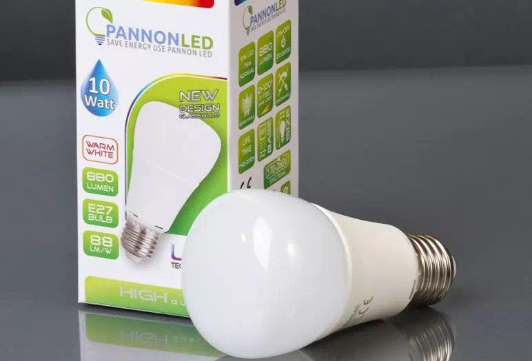 Pannon 10W K60 opál LED izzó E27 (melegfehér)