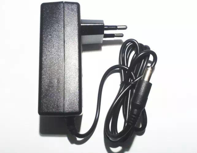 36VA - 12 Voltos transzformátor (gyorscsatlakozós adapter)